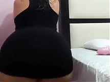 Uff las nalgotas de Beka en minifalda