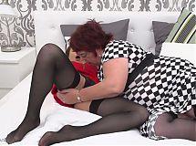 Mature BBW mom Simona seduce young innocent girl