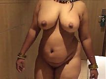 desi wife walking nude