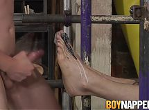 Dirty slave Kamyk Walker gets punished by Sean Taylor