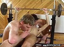 Karl Thomas spreads his ass and opens his mouth for two rods