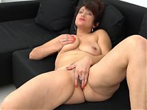 Amateur sexy mother with hairy wet pussy